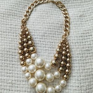 Jewelry - 📣CCO📣 Gold and Pearl Necklace